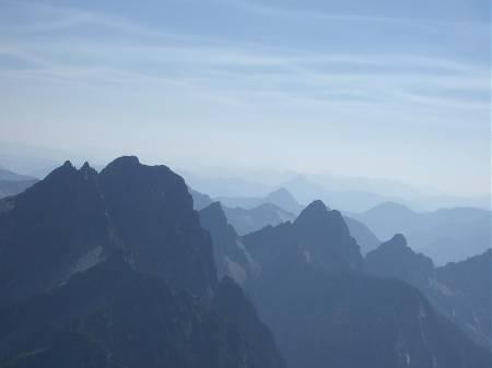 Taken_as_I_was_midway_in_my_scramble_of_Vesper_Peak.jpg