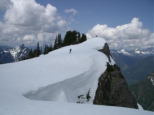 WINTER HIKING & SNOWSHOEING